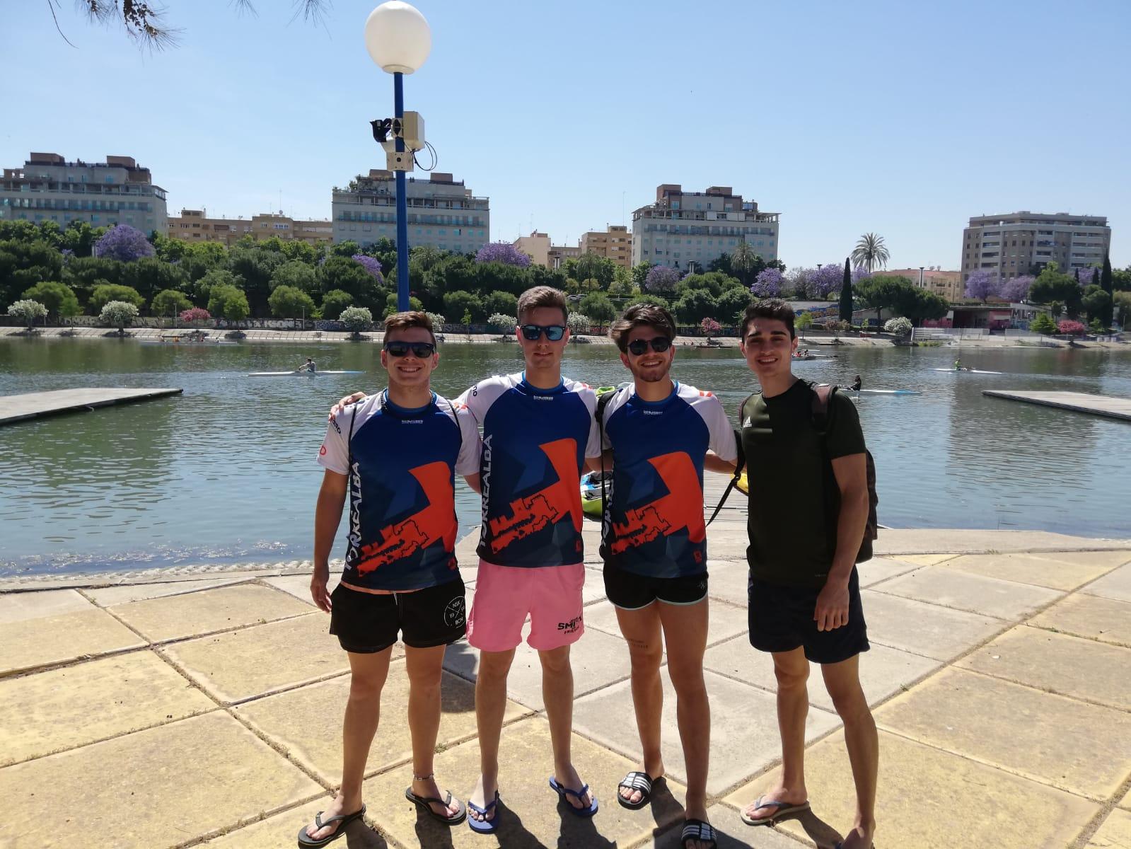 Los alumnos de 1º de TSEAS hacen prácticas de remo y piraguas en Sevilla
