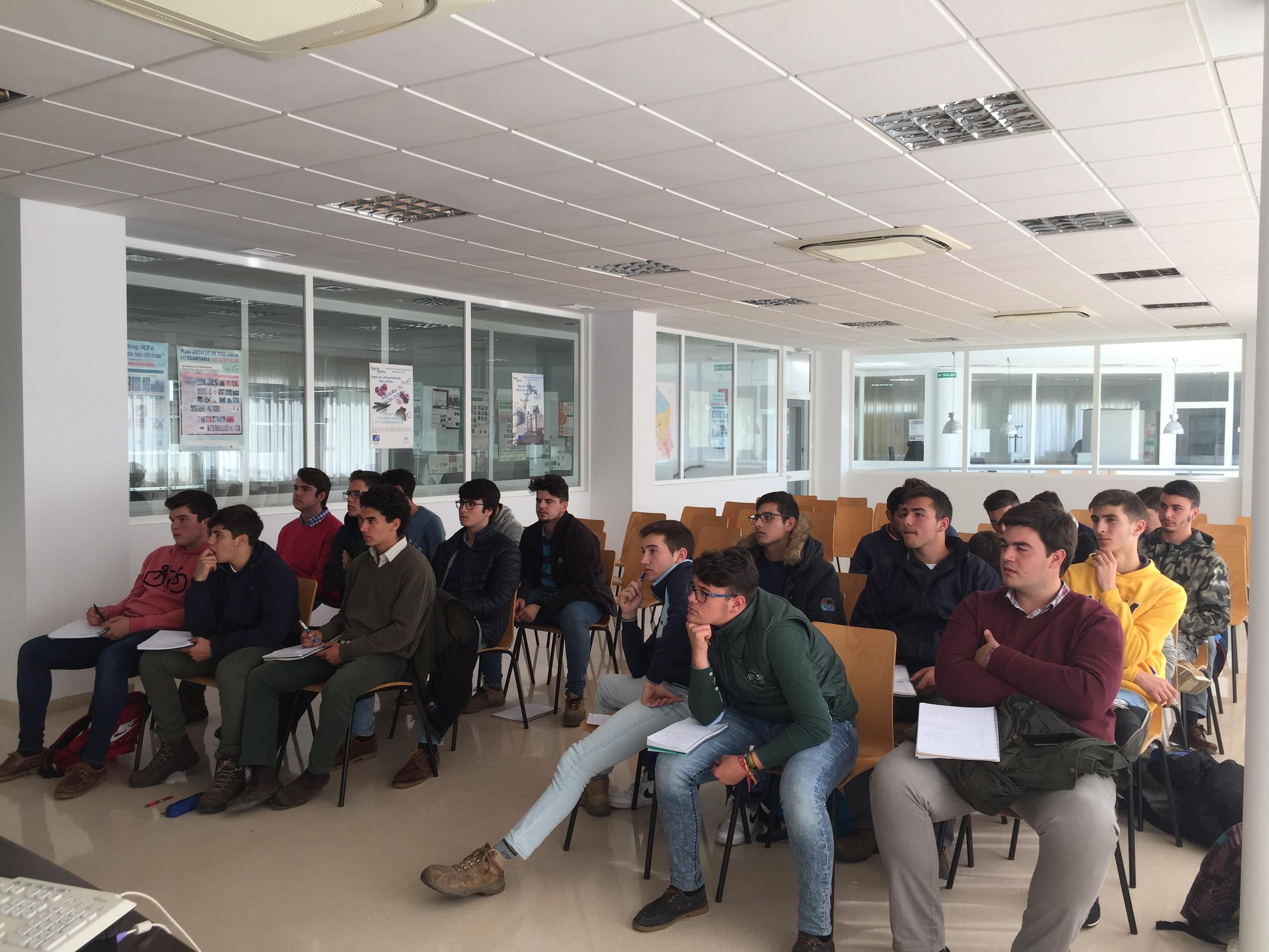 Alumnos de Producción Agropecuaria visitan la Oficina Comarcal Agraria (OCA) de Córdoba