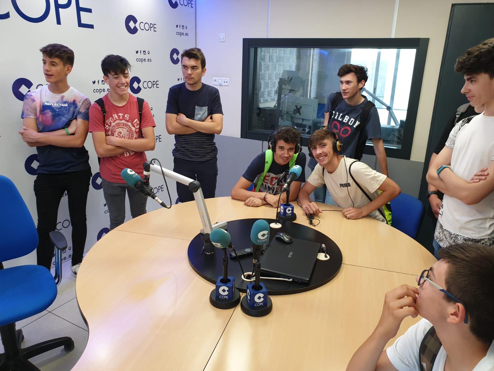 Visita de los alumnos de 4º de ESO a la Cadena COPE en Córdoba