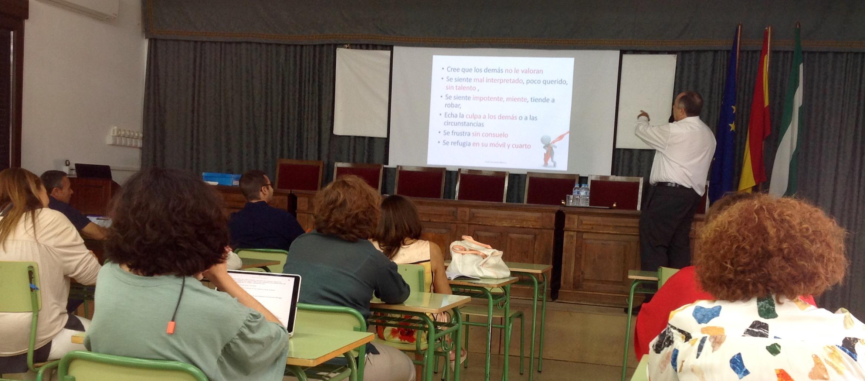 Fernando Alberca imparte la sesión de formación para profesores de Yucatal y Torrealba