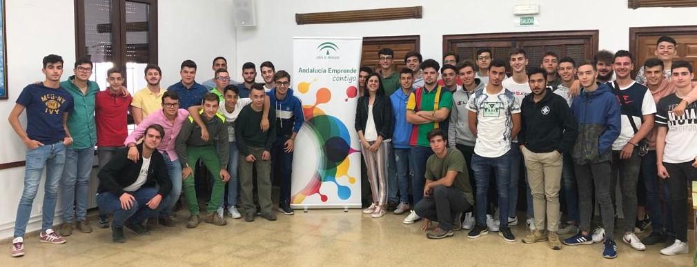 Sesión de emprendimiento para los alumnos de 2º de Grado Medio a cargo del CADE