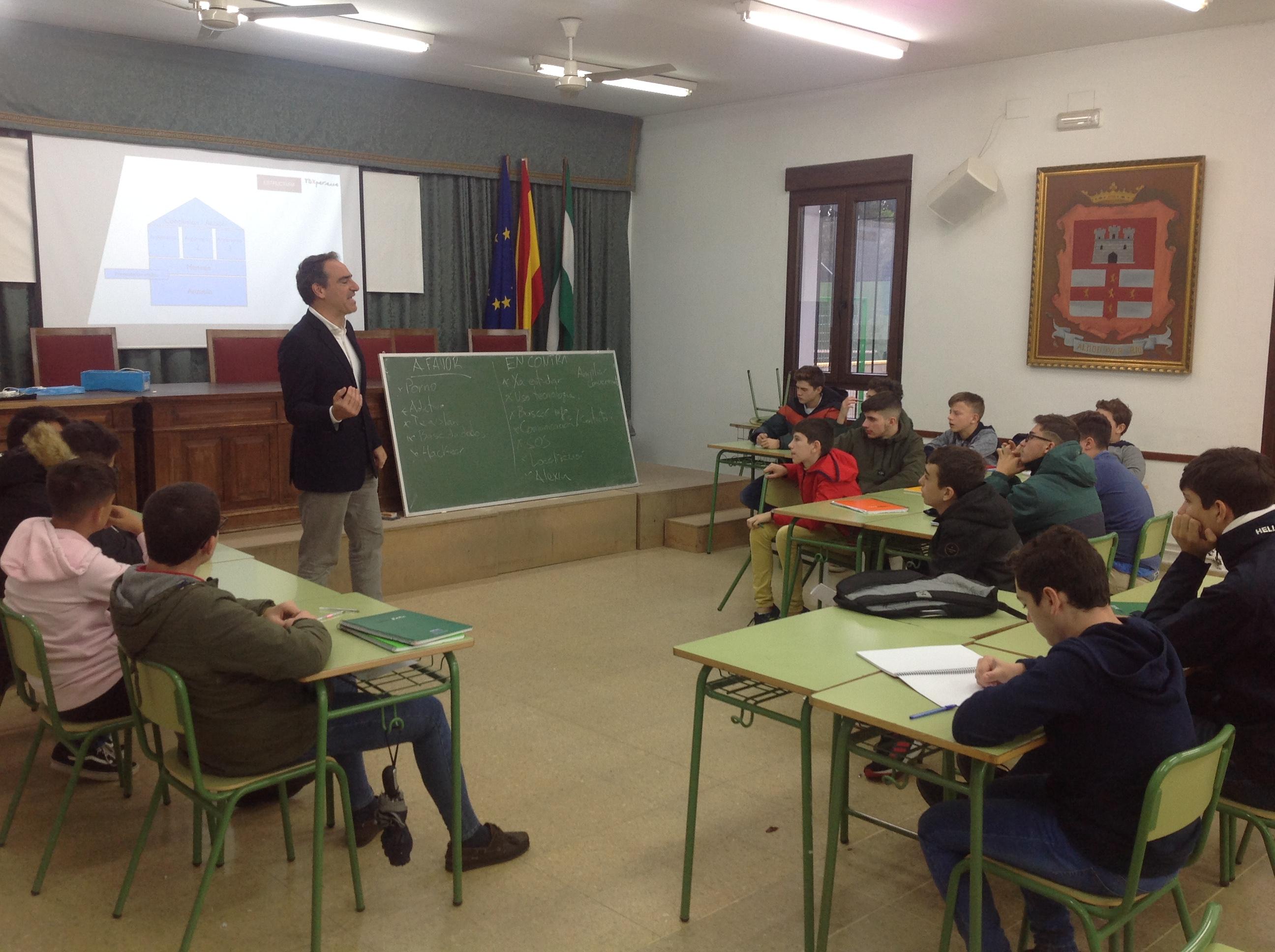 Turno para los alumnos de 2º y 3º de ESO en el curso de oratoria y debate