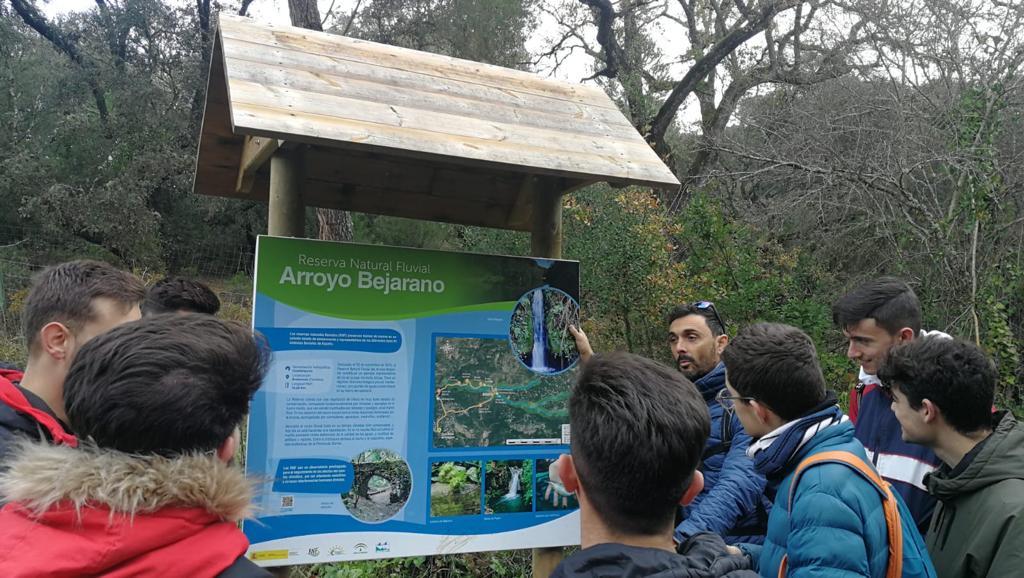 Los alumnos de TESEAS realizan una ruta de senderismo por el Arroyo Bejarano