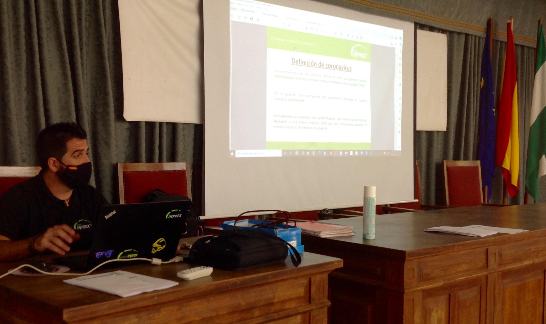Sesión de formación sobre el Covid-19 para el profesorado de Yucatal y Torrealba