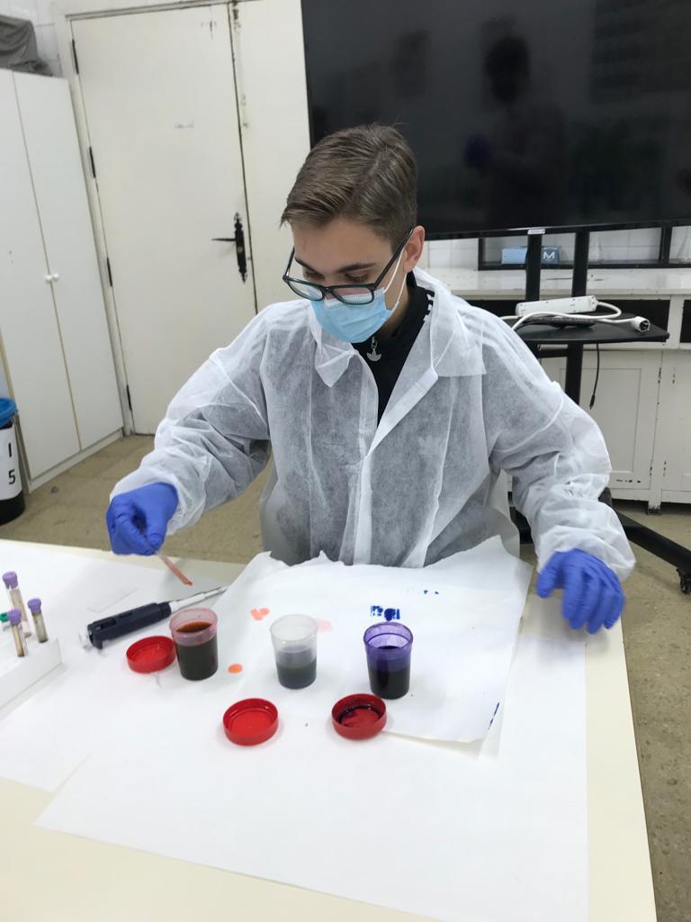 Practicas de laboratorio de los alumnos de 2º de Bachillerato de Ciencias